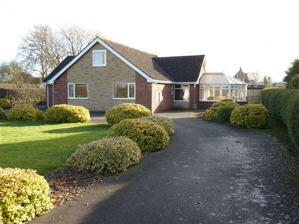 4 Bedrooms Detached Bungalow for sale in AYLESBY LANE, HEALING, GRIMSBY