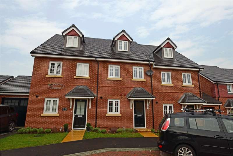 3 Bedrooms Terraced House for sale in Warbler Road, Farnborough, Hampshire, GU14