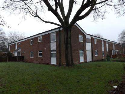 2 Bedrooms Flat for sale in Helmswood Drive, Chelmsley Wood, Birmingham, West Midlands