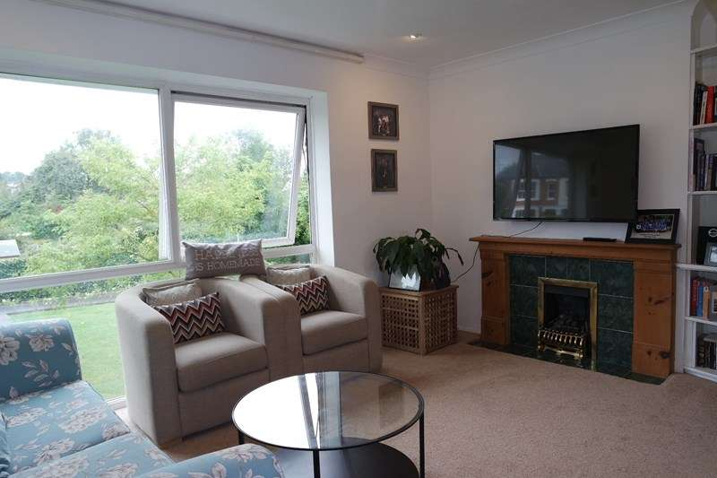 2 Bedrooms Maisonette Flat for sale in Shaftsbury Avenue, New Barnet