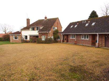 4 Bedrooms Detached House for sale in Station Road, Little Massingham, Norfolk