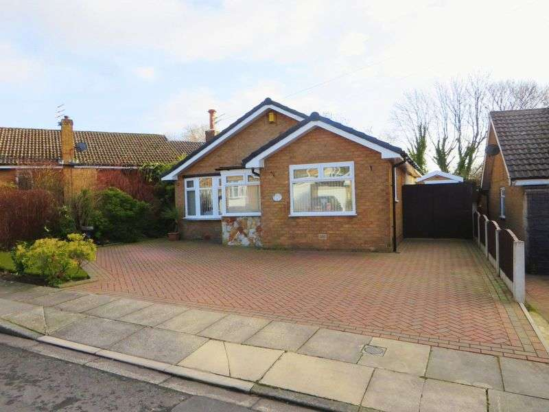 2 Bedrooms Detached Bungalow for sale in Weaver Drive, Walmersley, Bury, BL9 6QY