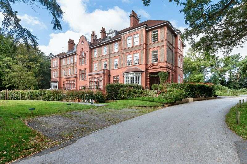 2 Bedrooms Flat for sale in Kingswood Park, Kingswood, Frodsham, Cheshire