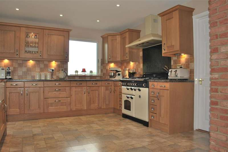 5 Bedrooms Semi Detached House for sale in Willow Ridge, Turners Hill, West Sussex