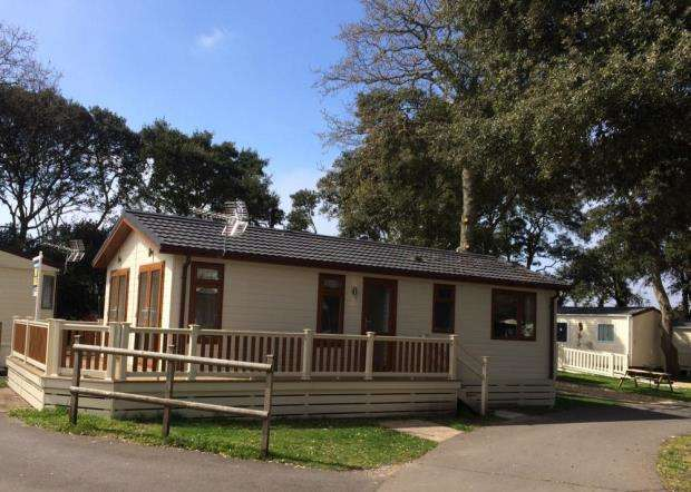 2 Bedrooms Bungalow for sale in Avon Beach, Mudeford, Christchurch, BH23