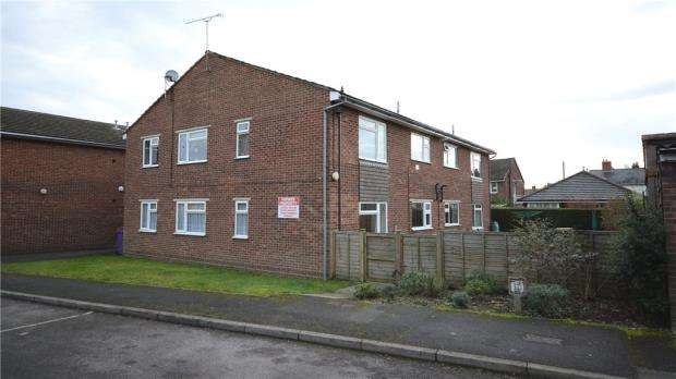 2 Bedrooms Apartment Flat for sale in Chestnut Court, North Lane, Aldershot