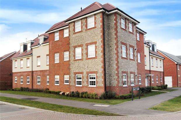 2 Bedrooms Apartment Flat for sale in Spry Court, 1 Blackbourne Chase, Littlehampton, BN17