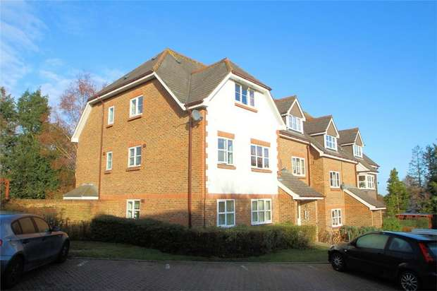 2 Bedrooms Flat for sale in St Johns, Woking, Surrey