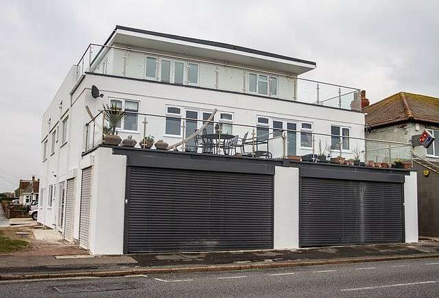 4 Bedrooms Apartment Flat for sale in South Coast Road, BN10