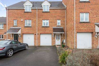 3 Bedrooms Terraced House for sale in Marsh Farm Lane, Swindon, Wiltshire