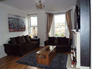 3 Bedrooms Terraced House for sale in Victoria Road, Chatham, Kent