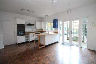 3 Bedrooms Semi Detached House for sale in Arbuthnot Lane, Bexley