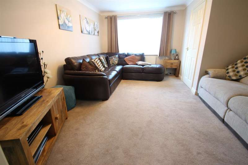 4 Bedrooms Semi Detached House for sale in Ditchingham Grove, Rushmere St. Andrew, Ipswich