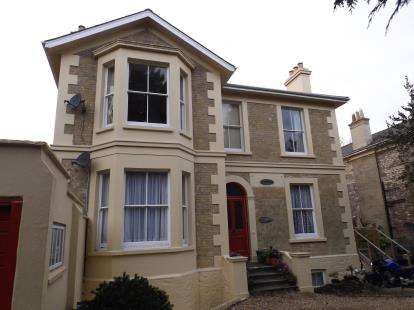 3 Bedrooms Flat for sale in East Hill Road, Ryde, Isle Of Wight