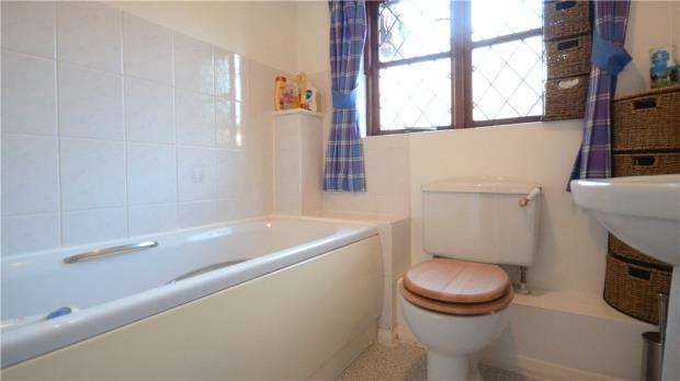 2 Bedrooms Terraced House for sale in Sen Close, Warfield
