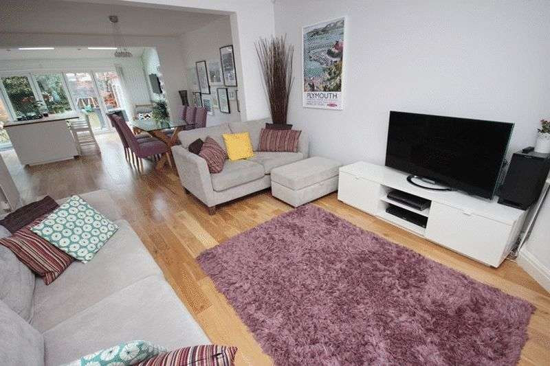 3 Bedrooms Semi Detached House for sale in Kings Road, Chorlton, Manchester