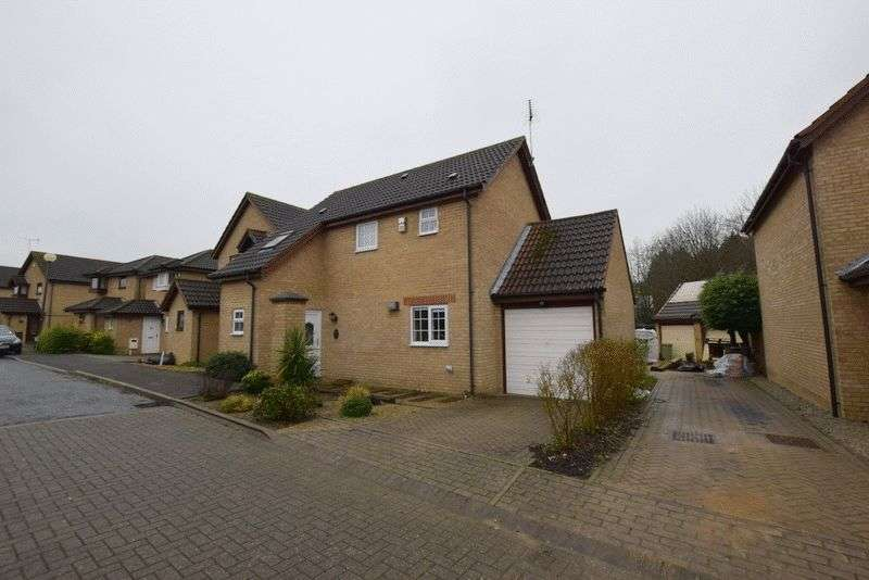 3 Bedrooms Detached House for sale in Chevalier Grove, Crownhill, Milton Keynes