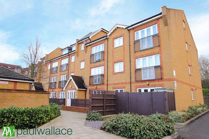 2 Bedrooms Flat for sale in Foundry Gate, Waltham Cross