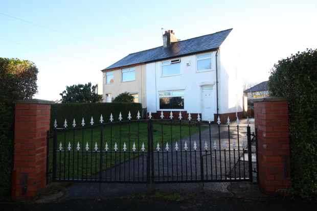3 Bedrooms Semi Detached House for sale in Carlton Drive, Preston, Lancashire, PR1 4PP