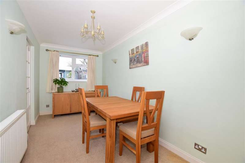 2 Bedrooms Semi Detached House for sale in Lucas Road, Snodland, Kent