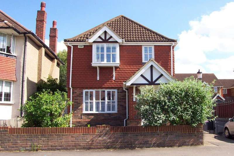 3 Bedrooms Detached House for sale in Leatherhead Road, Chessington