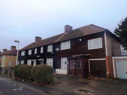 4 Bedrooms Semi Detached House for sale in Dagenham
