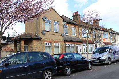 6 Bedrooms End Of Terrace House for sale in Stratford, London