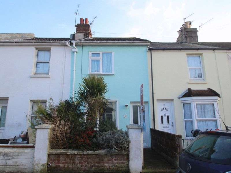 2 Bedrooms Flat for sale in Howard Place, Littlehampton