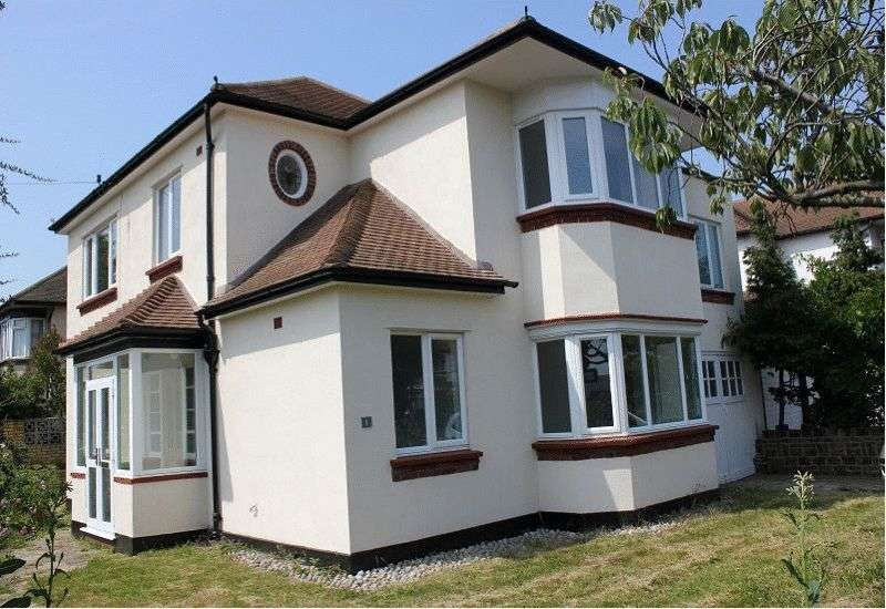 4 Bedrooms Detached House for sale in Hobleythick Lane, Westcliff-on-Sea