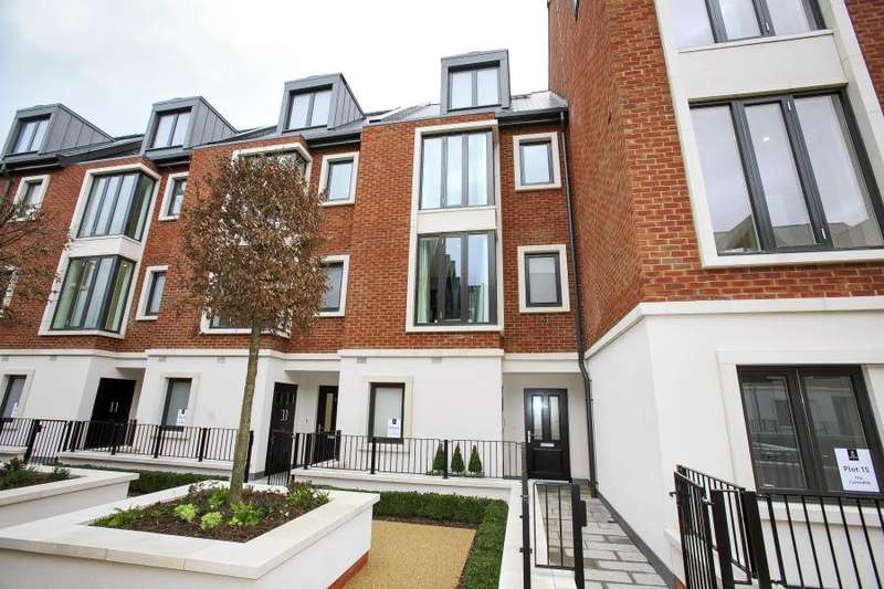 4 Bedrooms Town House for sale in London Square, Teddington, TW11