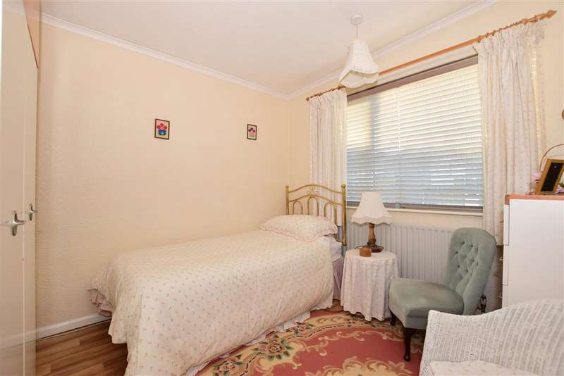 4 Bedrooms Detached House for sale in Appleshaw Close, Gravesend, Kent