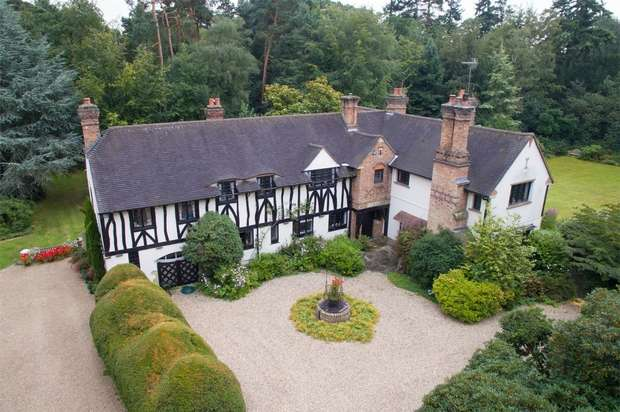 6 Bedrooms Country House Character Property for sale in Pinewood Road, Iver Heath, Buckinghamshire