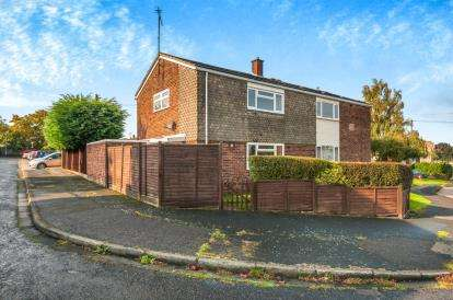 2 Bedrooms Semi Detached House for sale in Hilton Avenue, Aylesbury