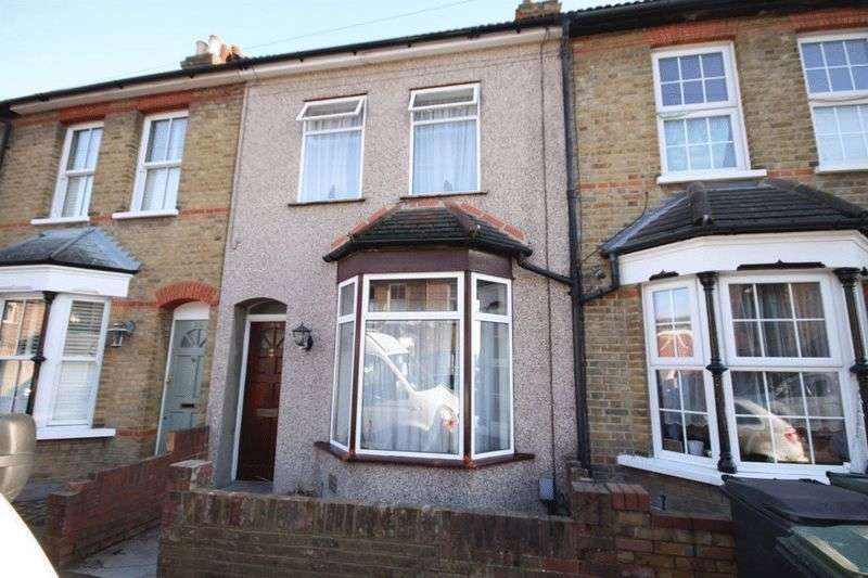 3 Bedrooms Terraced House for sale in Eastbrook Road, Waltham Abbey, EN9