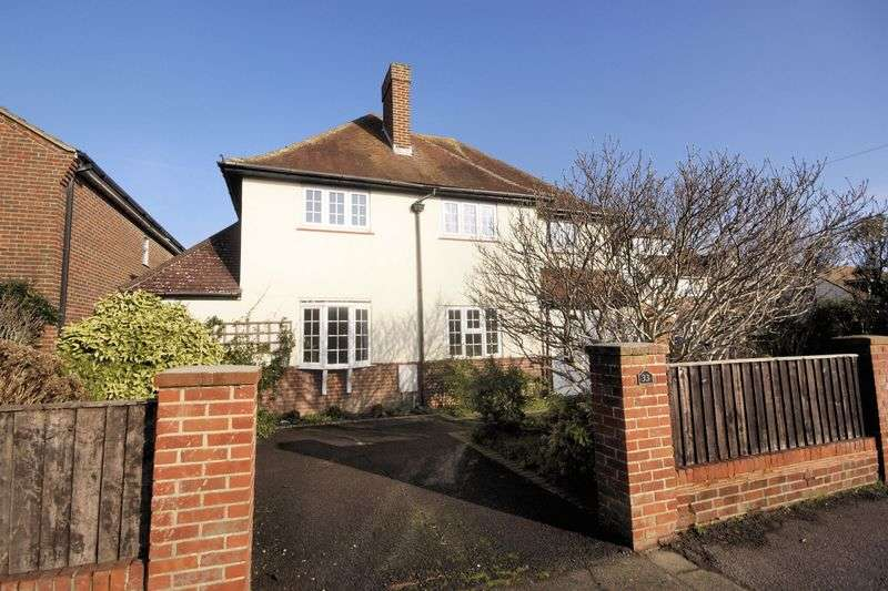 4 Bedrooms Property for sale in Grove Road, Lee-On-The-Solent