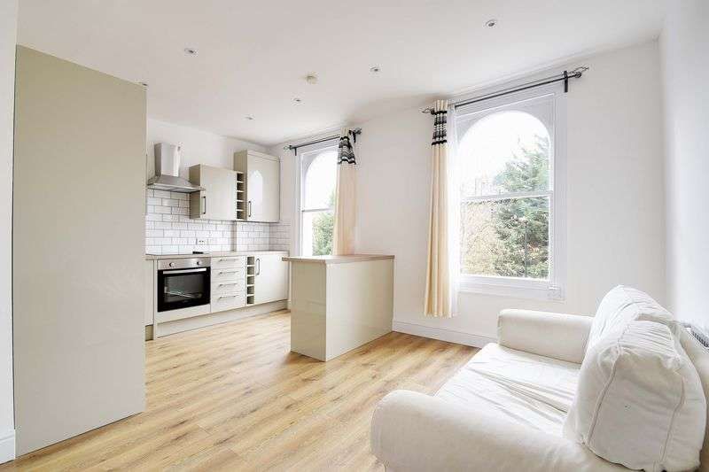 1 Bedroom Flat for sale in Median Road, London