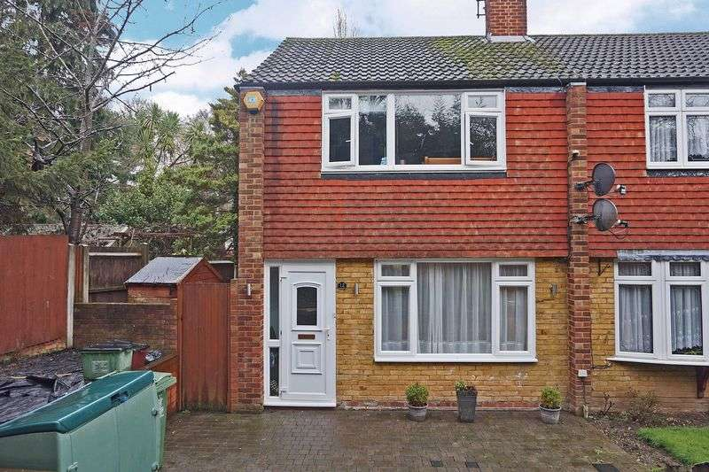 3 Bedrooms Terraced House for sale in Hilary Close, Erith