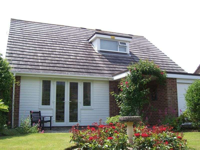 3 Bedrooms Detached Bungalow for sale in Victoria Road, Milford-On-Sea