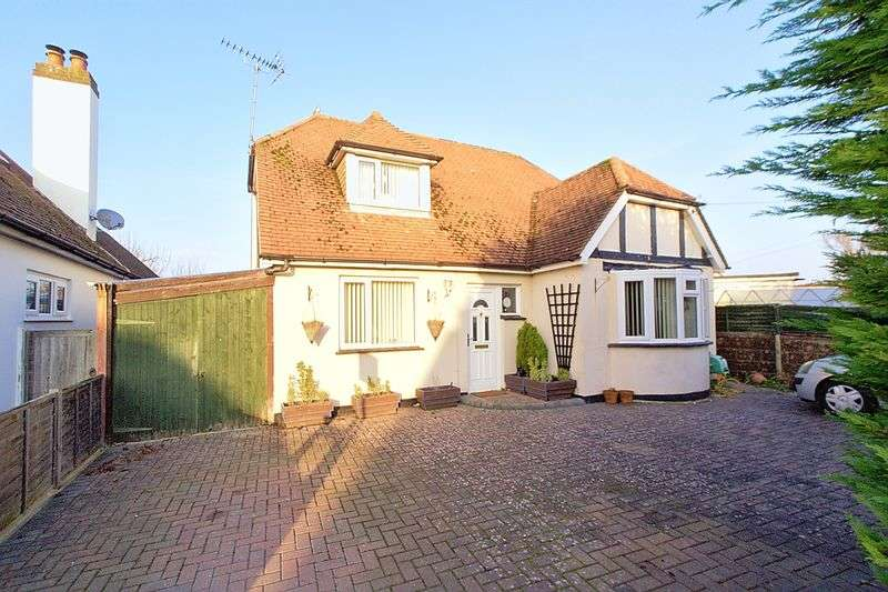 3 Bedrooms Detached Bungalow for sale in Summerhill Drive, Felpham, PO22