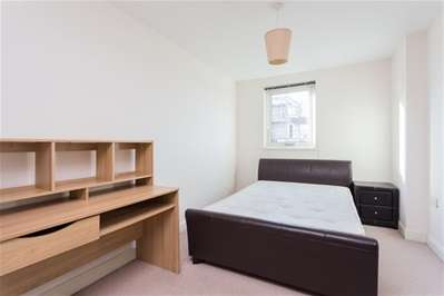 1 Bedroom Flat for sale in Eastern Avenue, Ilford