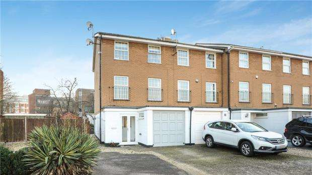 4 Bedrooms End Of Terrace House for sale in Waters Drive, Staines-upon-Thames, Surrey
