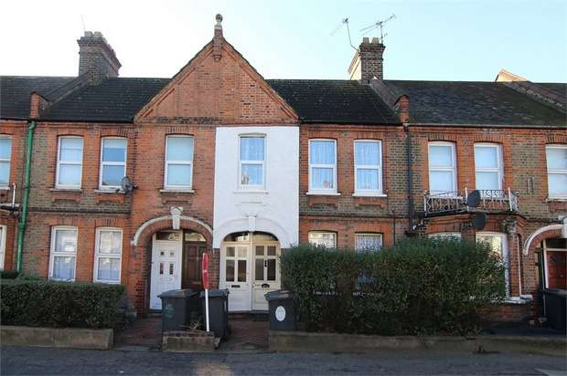2 Bedrooms Flat for sale in Markhouse Road, Walthamstow, London