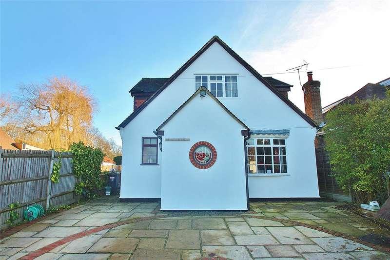 4 Bedrooms Detached House for sale in Clews Lane, Bisley, Woking, Surrey, GU24