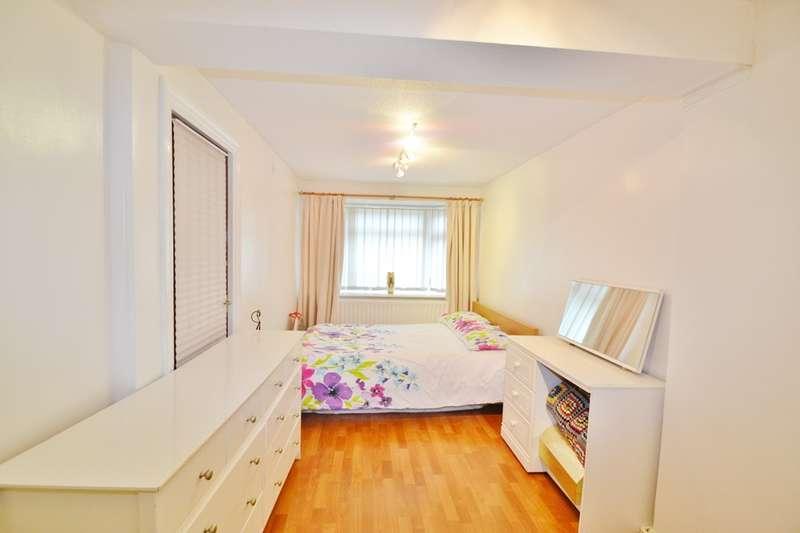 5 Bedrooms Detached House for sale in Boyatt Wood