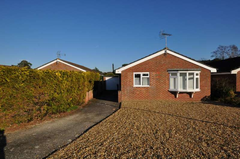 3 Bedrooms Detached Bungalow for sale in Larch Close, St Ives, Ringwood, BH234 2PR