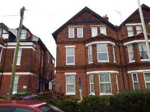 2 Bedrooms Flat for sale in Cheriton Road, Folkestone