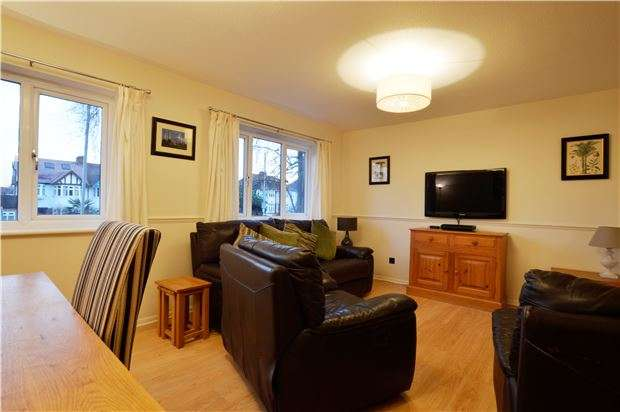 2 Bedrooms Flat for sale in Canford Court, Epsom Road , SUTTON, Surrey, SM3 9ES
