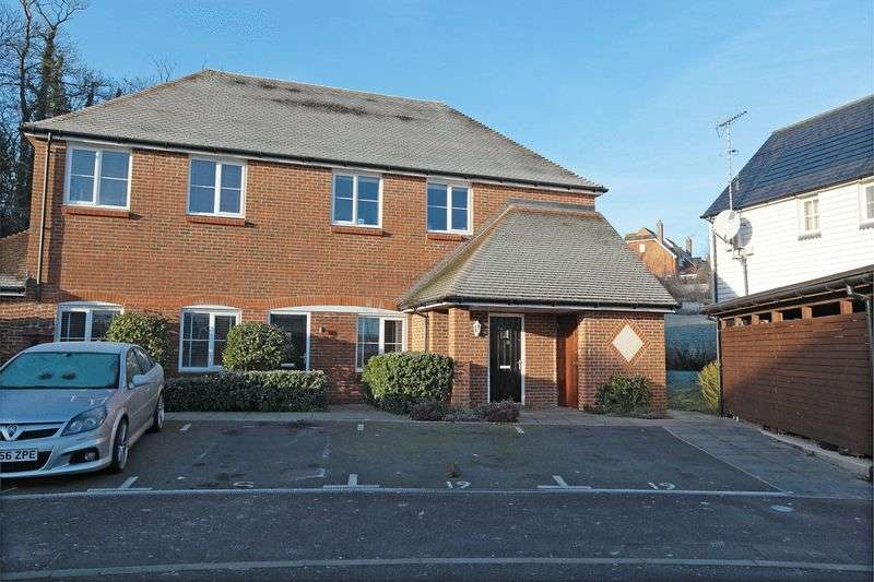 2 Bedrooms Flat for sale in Baxendale Way, Ridgewood, East Sussex