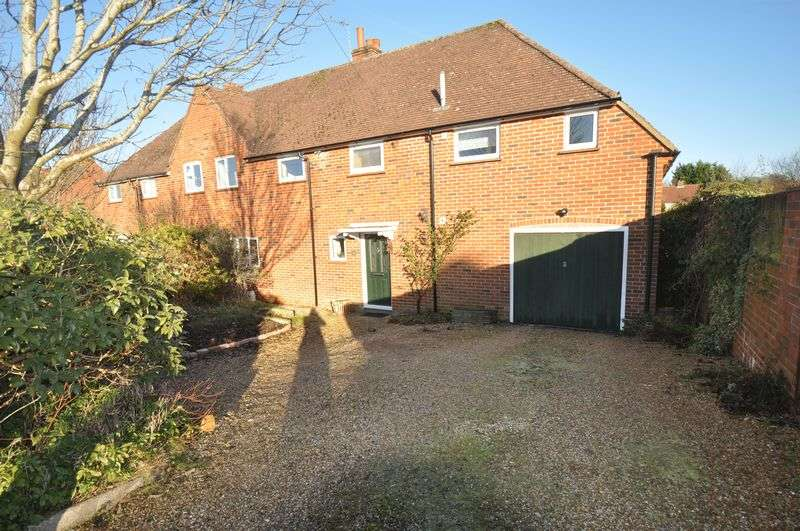 4 Bedrooms Semi Detached House for sale in Buffins Road, Odiham
