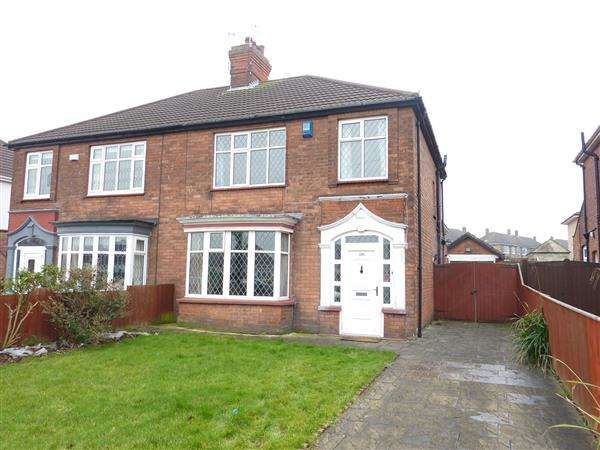 3 Bedrooms Semi Detached House for sale in CLEE ROAD, CLEETHORPES